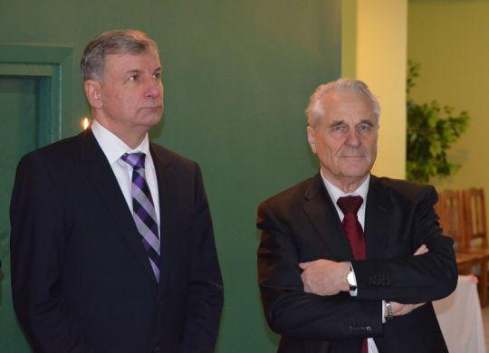 """Parapijos rėmėjai susisiekimo ministras Rimantas Sinkevičius ir buvęs  ilgametis """"Achemos"""" vadovas Jonas Sirvydis"""